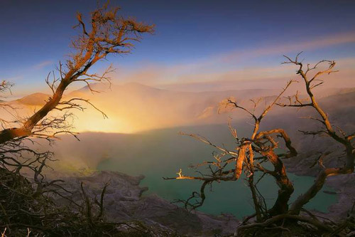 Vẻ đẹp huyền bí ở miệng núi lửa Kawah ljen