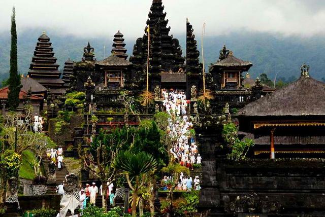 Ghé thăm ngôi đền Pura Besakih linh thiêng ở Bali