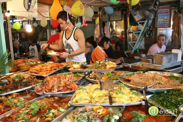 Thưởng thức ẩm thực đường phố hấp dẫn ở Phuket