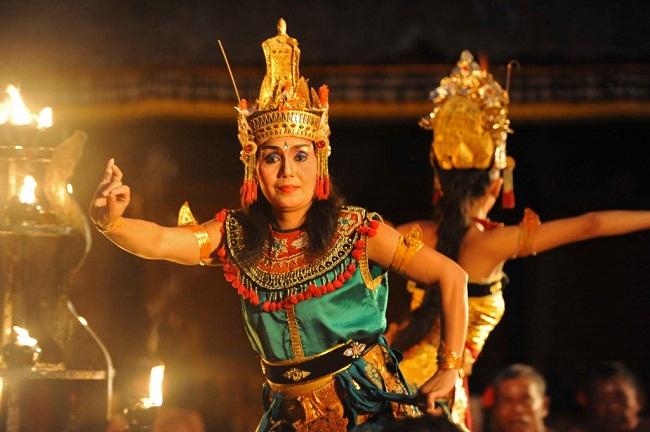Thưởng thức điệu múa Kecak của Bali