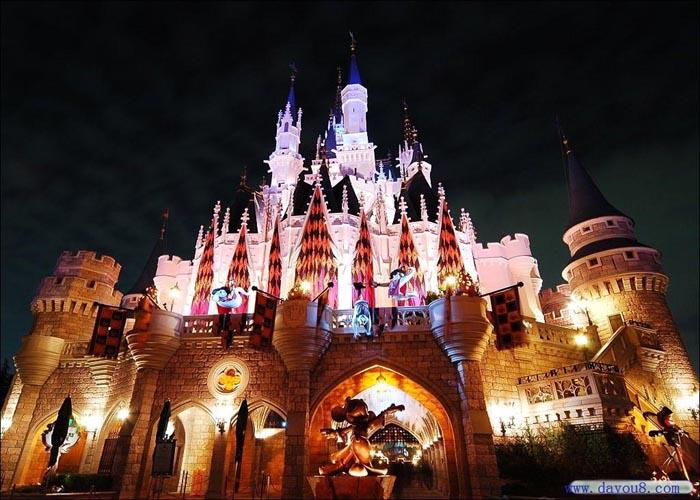 Sôi động khu vui chơi Disneyland Hong Kong