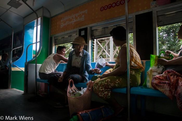 Đi tàu lửa khám phá ngoại ô Yangon