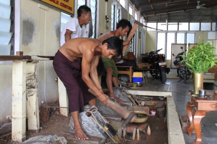 xưởng dát vàng Mandalay