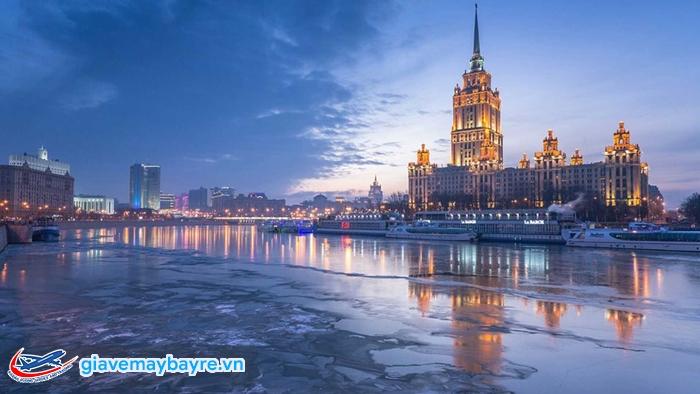 Trời vẫn sáng ở Petersburg ngay cả khi đã quá nửa đêm