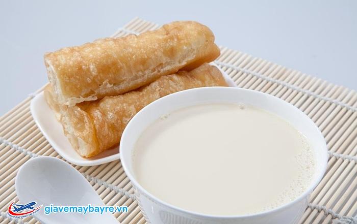 Bánh quẩy kèm sữa đậu nành