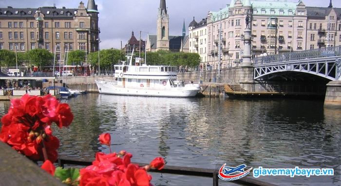 Thả hồn trên sông là niềm yêu thích của nhiều du khách