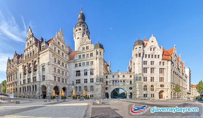 Tòa thị chính mới mang đường nét của lâu đài