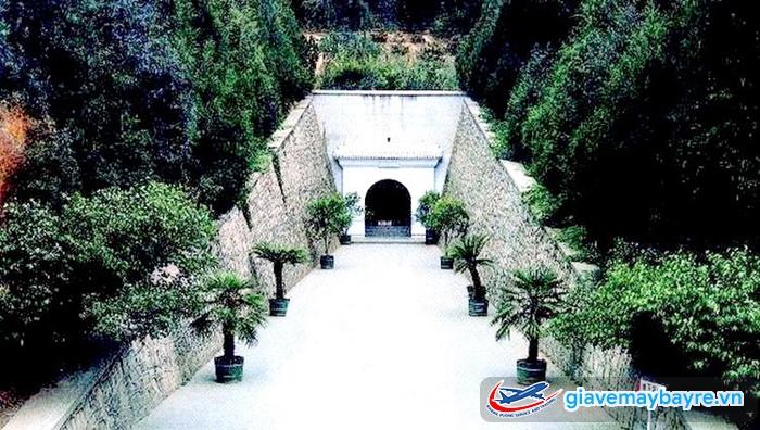 Cánh cửa bí mật ở Định Lăng