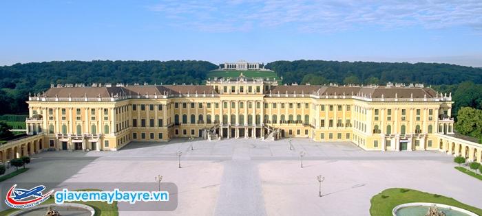 Schönbrunn Palace  cực kì rộng lớn