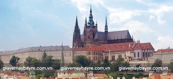 Bạn có thể thấy Lâu đài Prague Castle từ bất kì đâu ở Prague