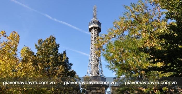 Tháp Petřín sẽ cho bạn ngắm nhìn toàn cảnh thành phố từ trên cao