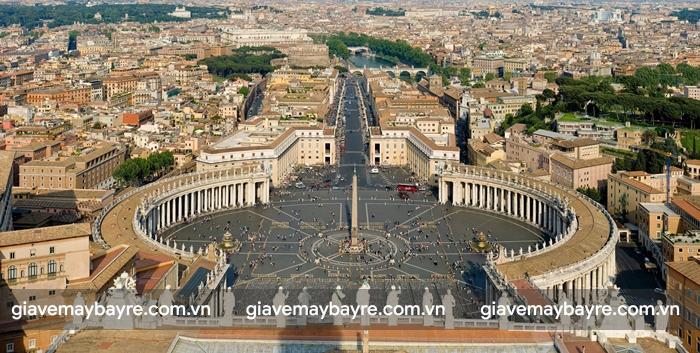 Bạn có thể lên đỉnh thápSaint Peter's Basilicađể ngắm nhìn Vatican từ trên cao