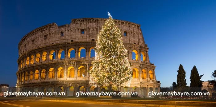 Đấu trường Colosseum rực rỡ trong đêm giáng sinh