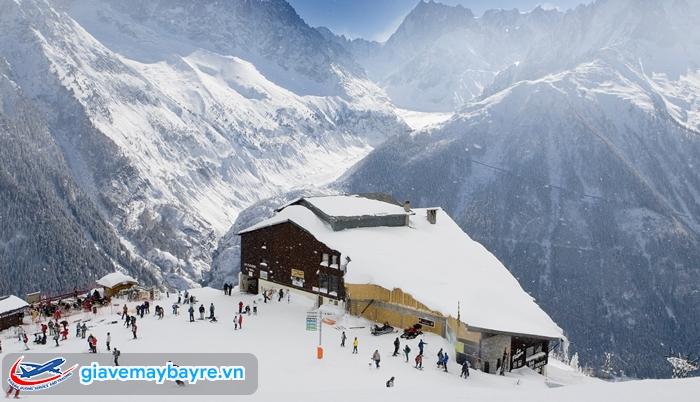 ngôi làng nhỏ, yên bình nằm trên núi Chamonix