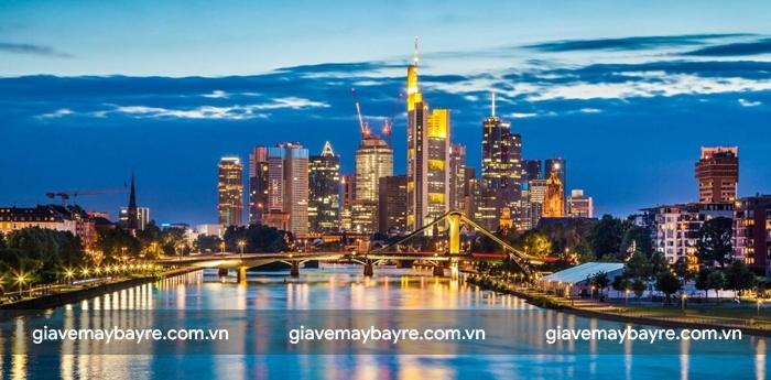 Thành phố Frankfurt lung linh khi về đêm