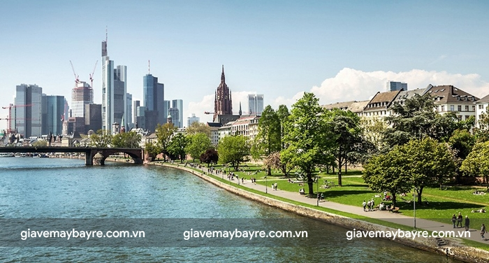 Mùa xuân và mùa thu là thời điểm thích hợp để du lịch Frankfurt