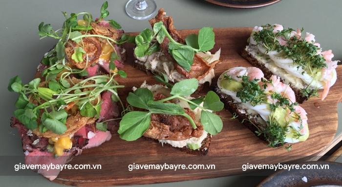 Bánh mì Smorrebrod với rất nhiều hương vị khác nhau phù hợp với rất nhiều người
